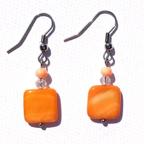 Boucles d'oreilles carré nacre orange et cristal