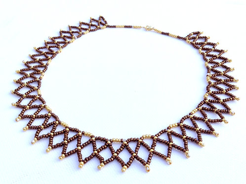 COLLIER DENTELLE EN PERLES DE ROCAILLE MARRON ET OR
