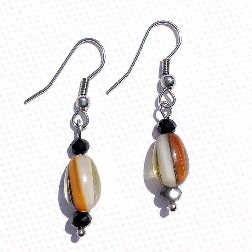 Boucles d'oreilles verre artisanal orange, noire et blanc