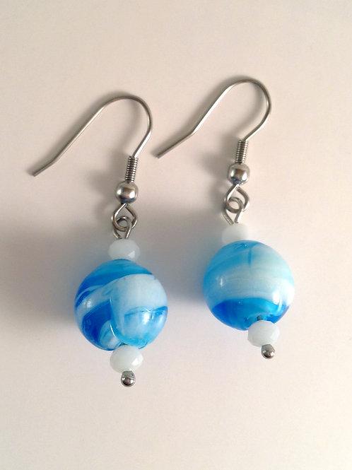 Boucles d'oreilles verre artisanal bleue et blanche