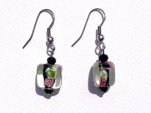 Boucles d'oreilles carrés noires avec motif floraux cristal