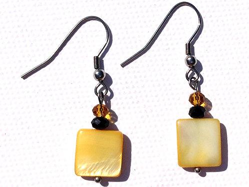 Boucles d'oreilles carré nacre jaune et cristal