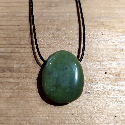 Pendentif Jade néphrite sur cordon