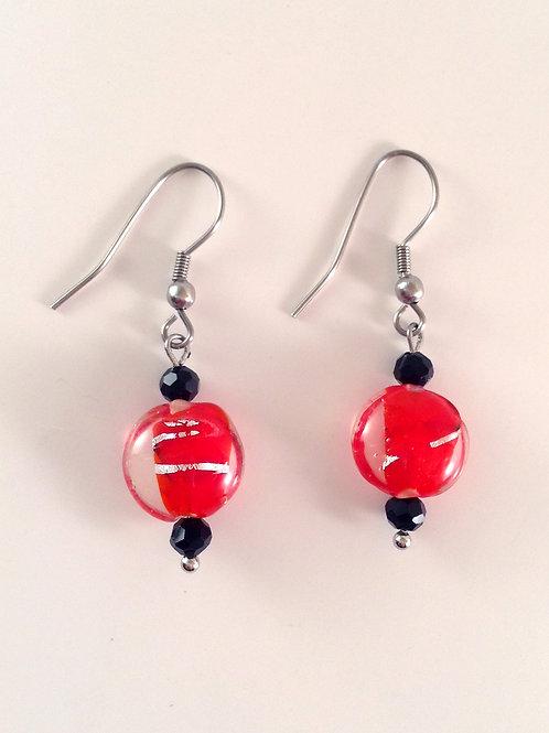 Boucles d'oreilles palet de verre artisanal rouge et argent
