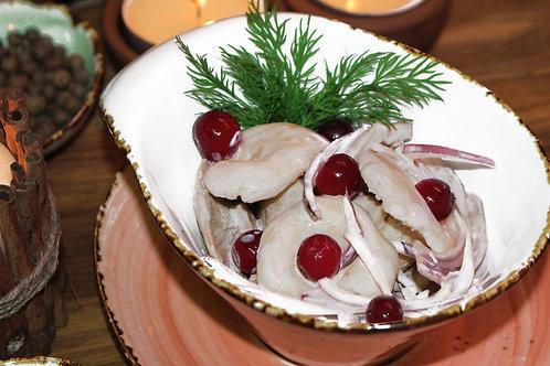 Белые соленые грузди со сметаной