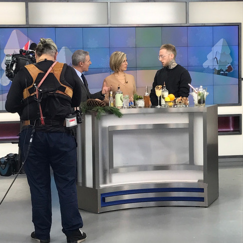 Robin Goodfellow making Seedlip cocktails on The Morning Show on Global TV