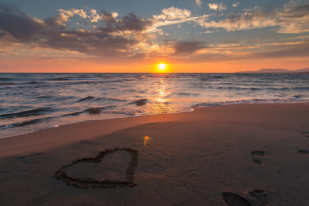 corazon en playa