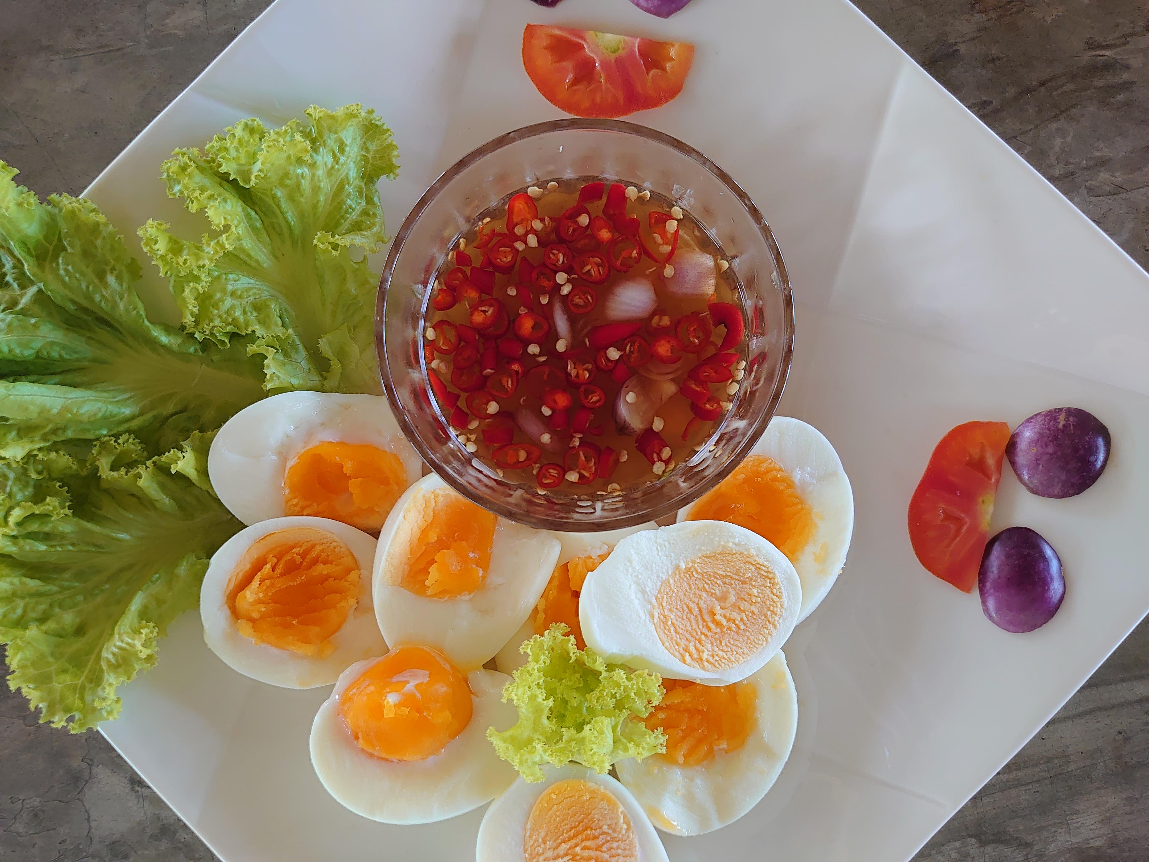 自家製ゆで卵のナンプラーソース添え