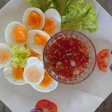自家製ゆで卵のナンプラーソース添え.JPG