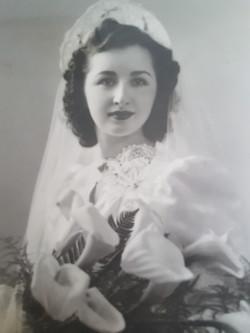 Evelyn Michael Issenman, Bonnie Levy