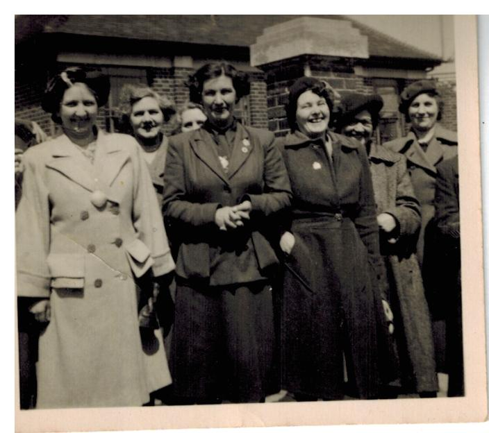 A039_Mom-on-left[Mrs-May-Willetts