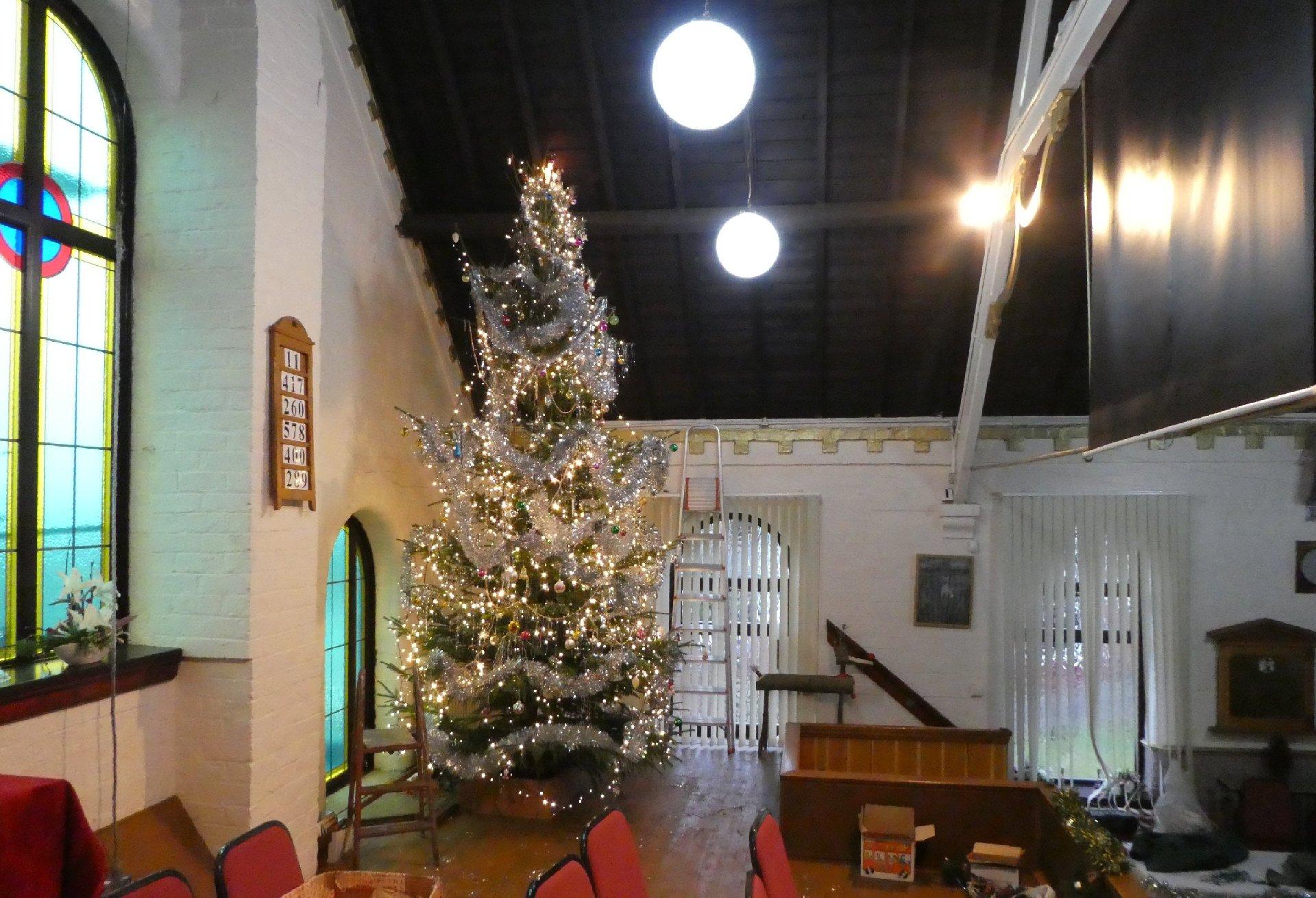 2016_11-29_Xmas_Tree-Decorating3