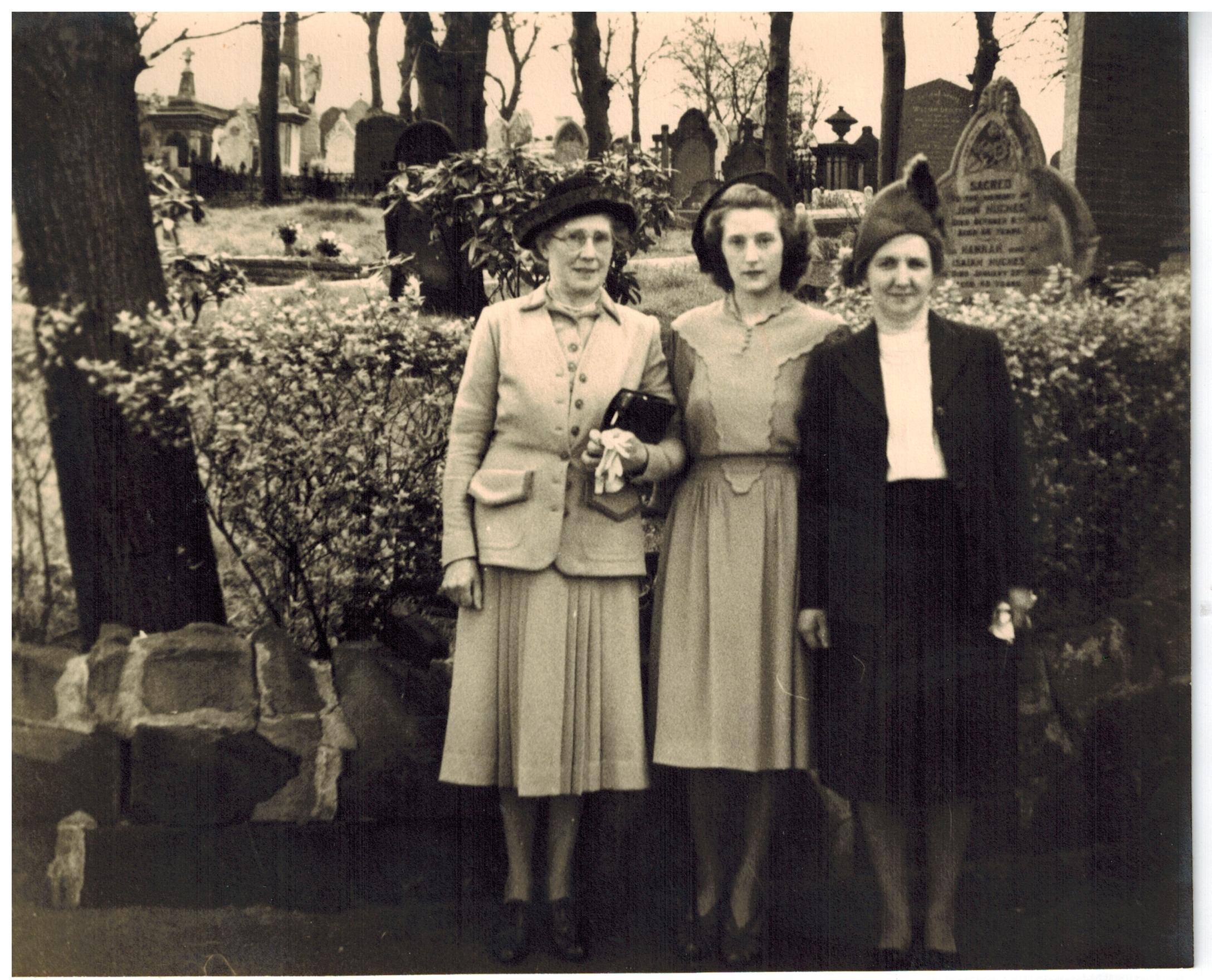 A053_L-R_Mrs-Lee_Mary-Lea_May-Willetts