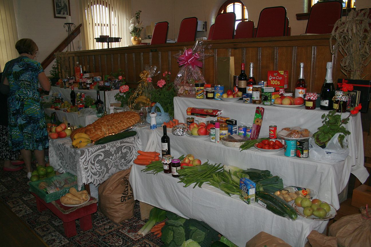 2012_09-02_Harvest_Table Right