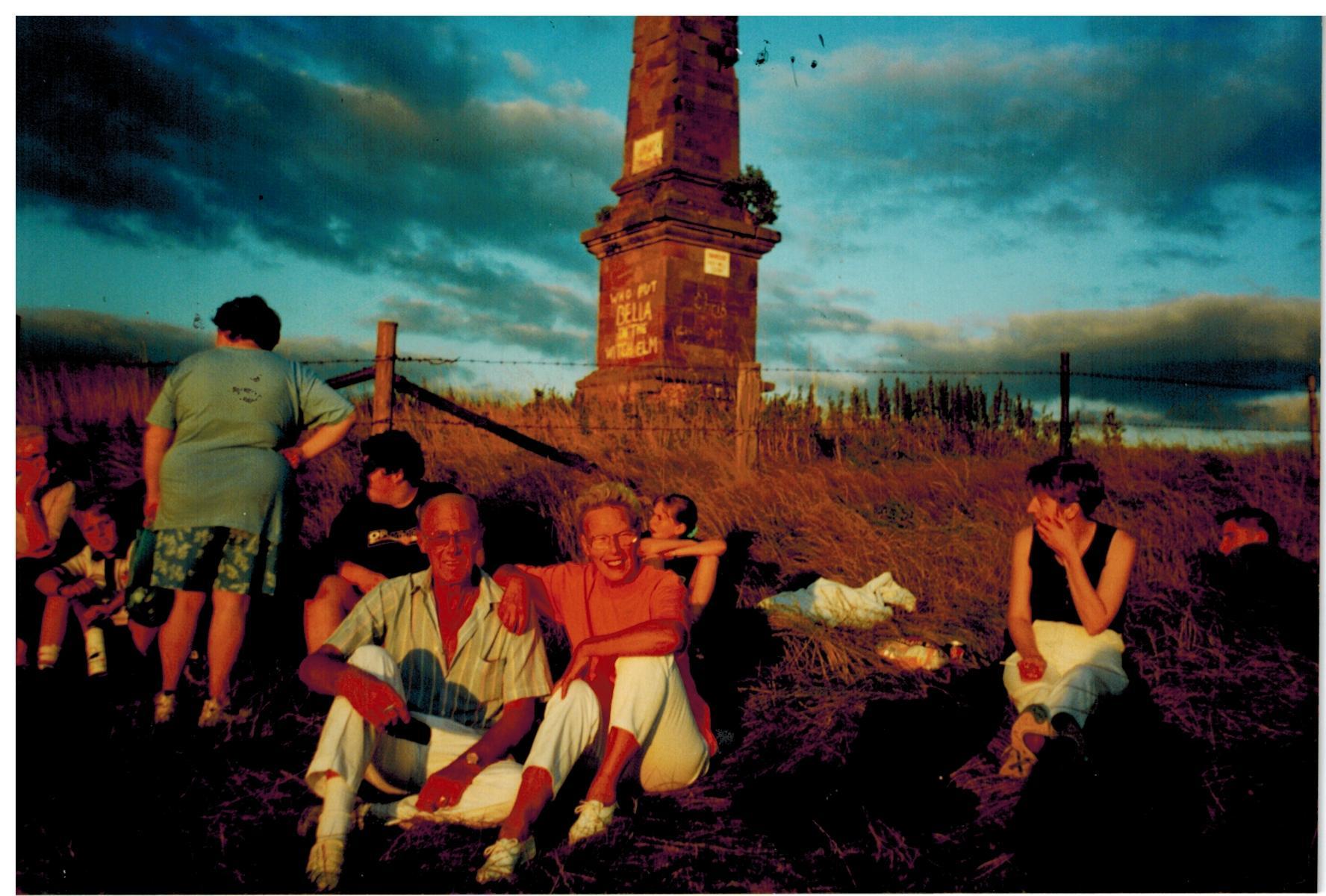 N125_Monument-Walk_[17-08-1998]