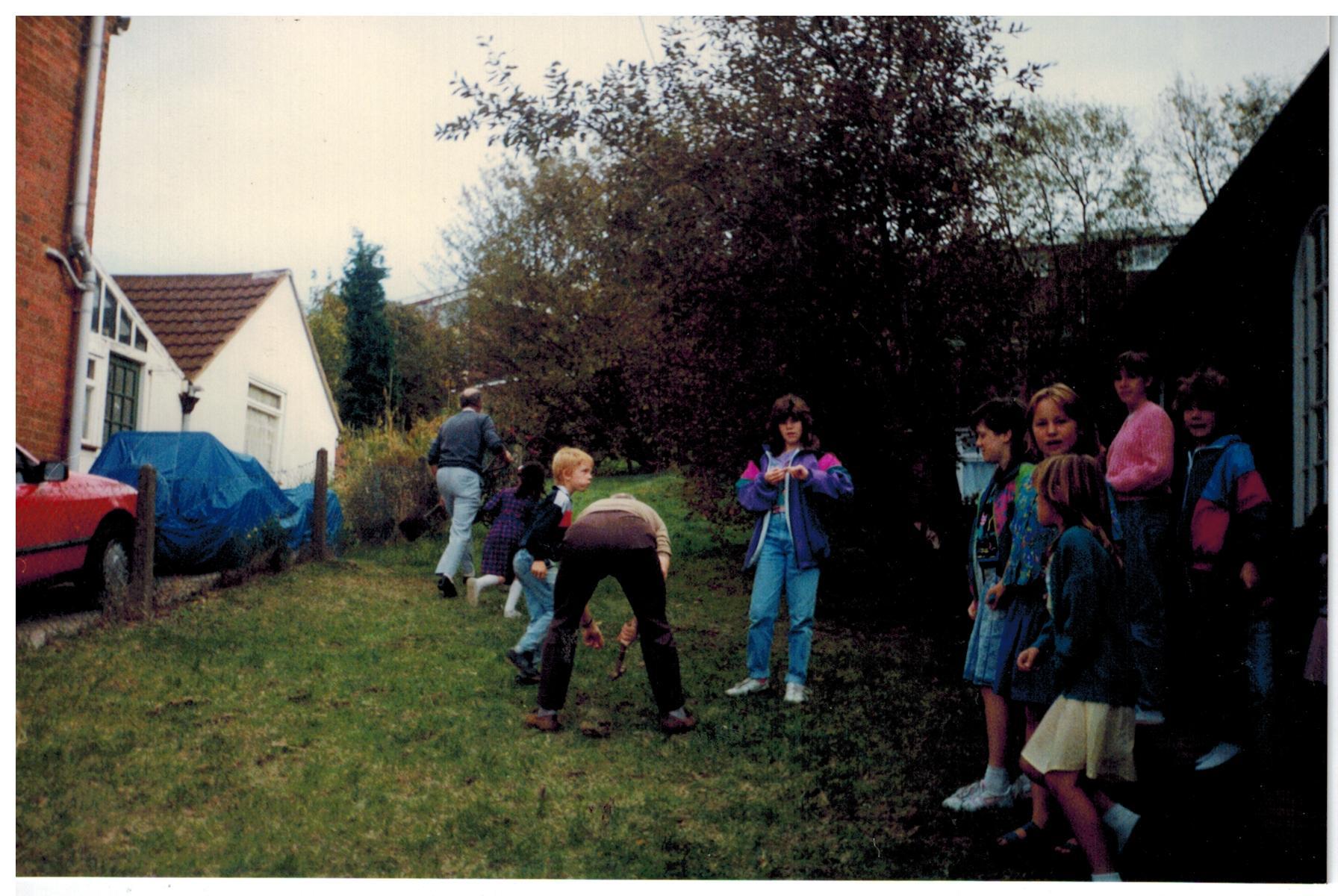 F345_Bulb-planting[1990]