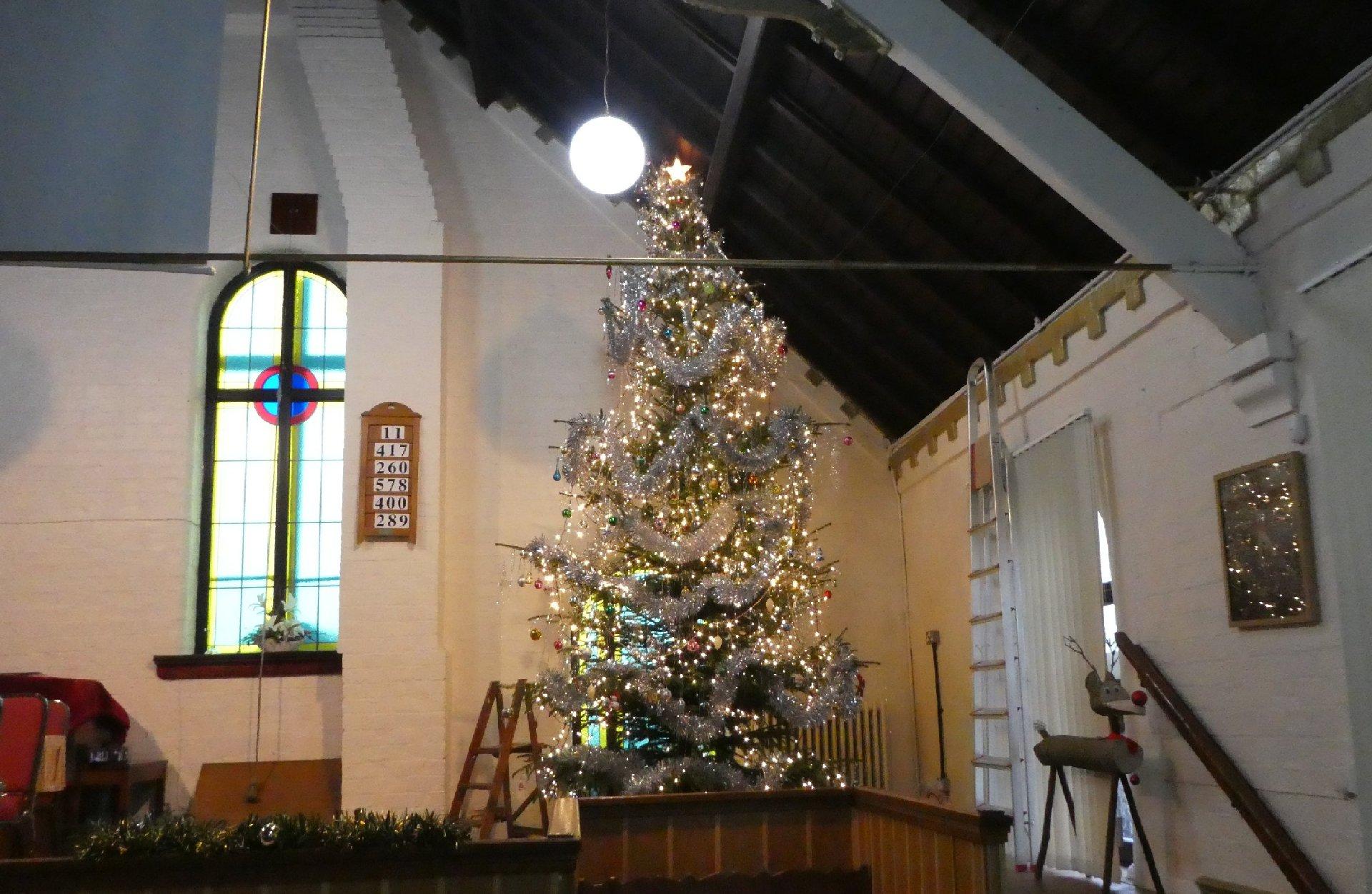 2016_11-29_Xmas_Tree-Decorating2