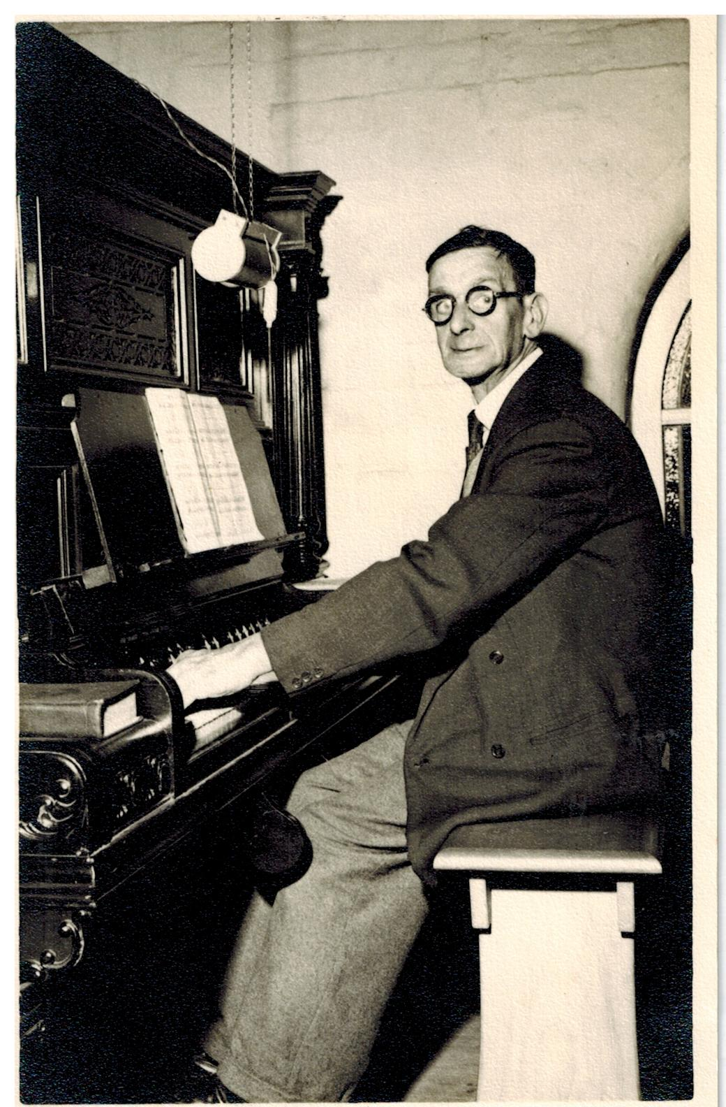 F065_Percy-Bache_Completes-60yrs-as-organist