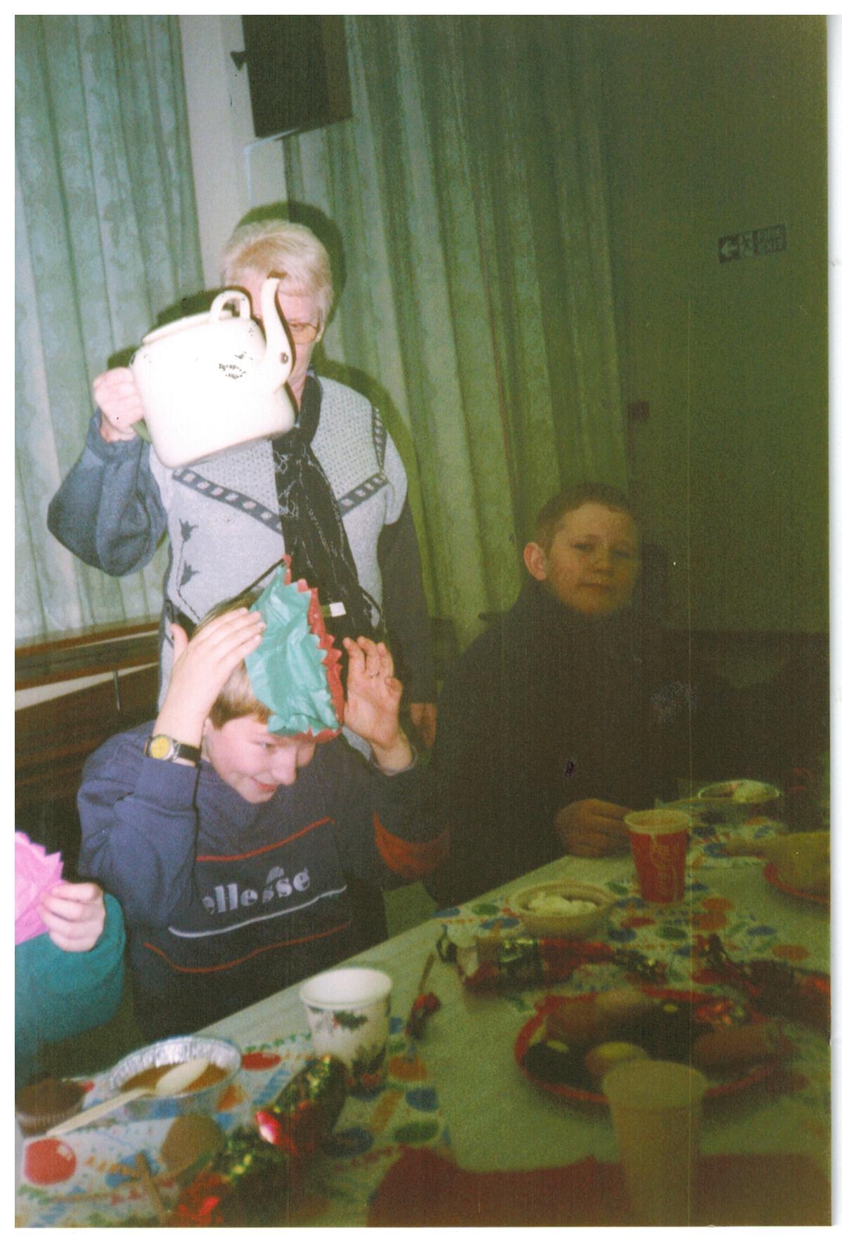 H096_Party_Jan-2000