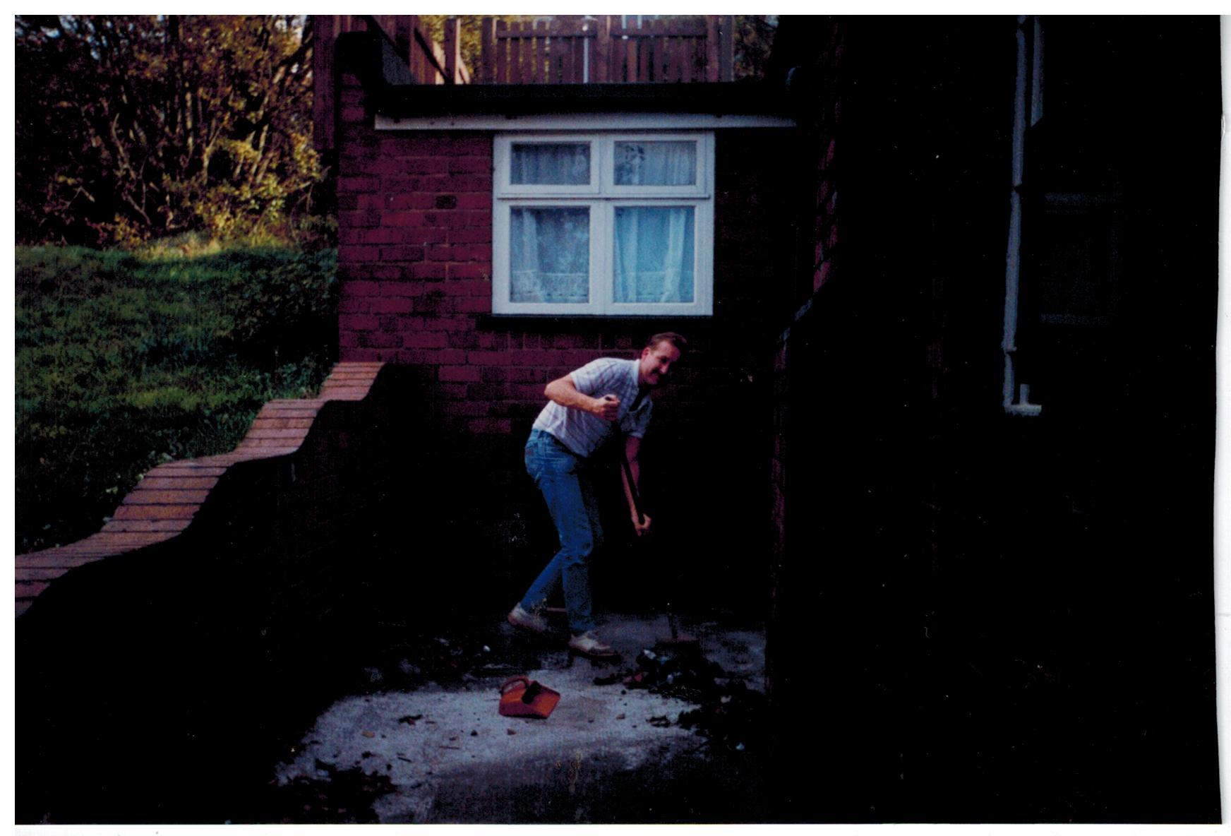 F353_Bulb-planting[1990]