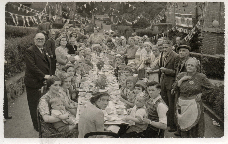 X151b_1953b_Coronation_Elizabeth-R_Street Party_Drews Holloway South