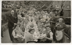 X151b_1953b_Coronation_Elizabeth-R_Street Party_Drews Holloway South