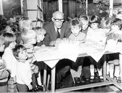 P006_Cliff-Willetts-with-children[80yrs]