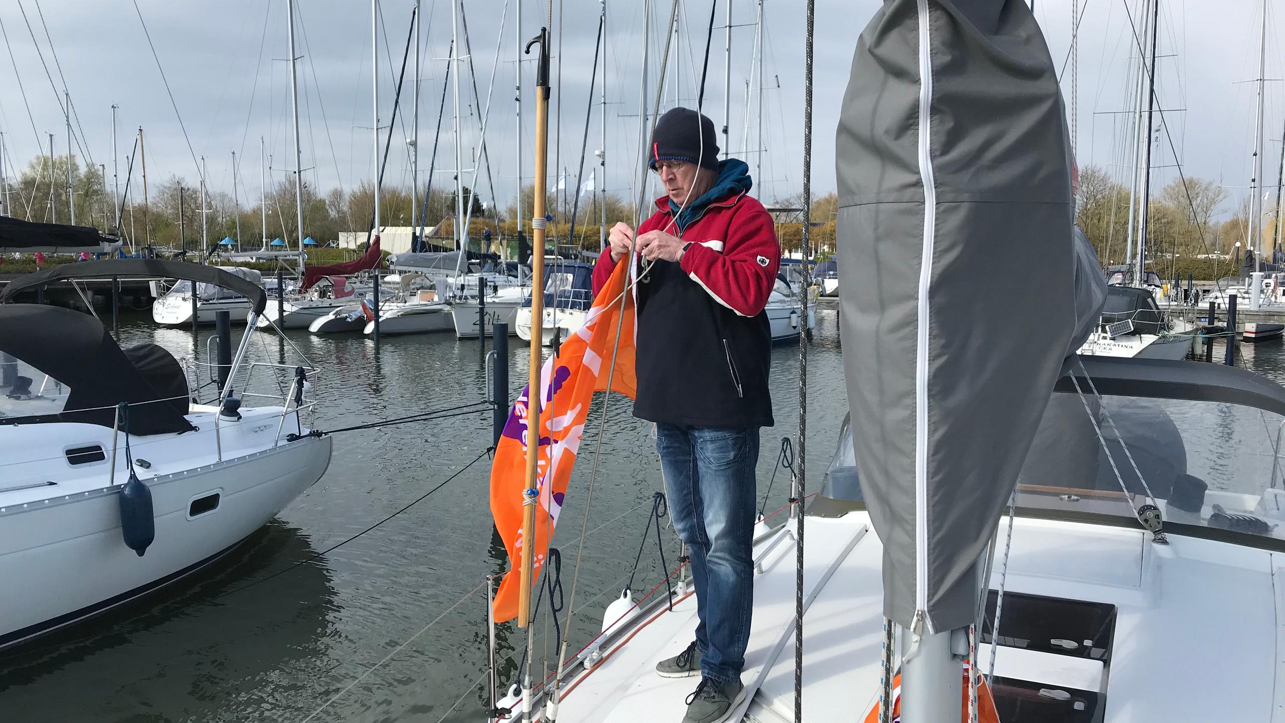 Attaching the KiKa flags
