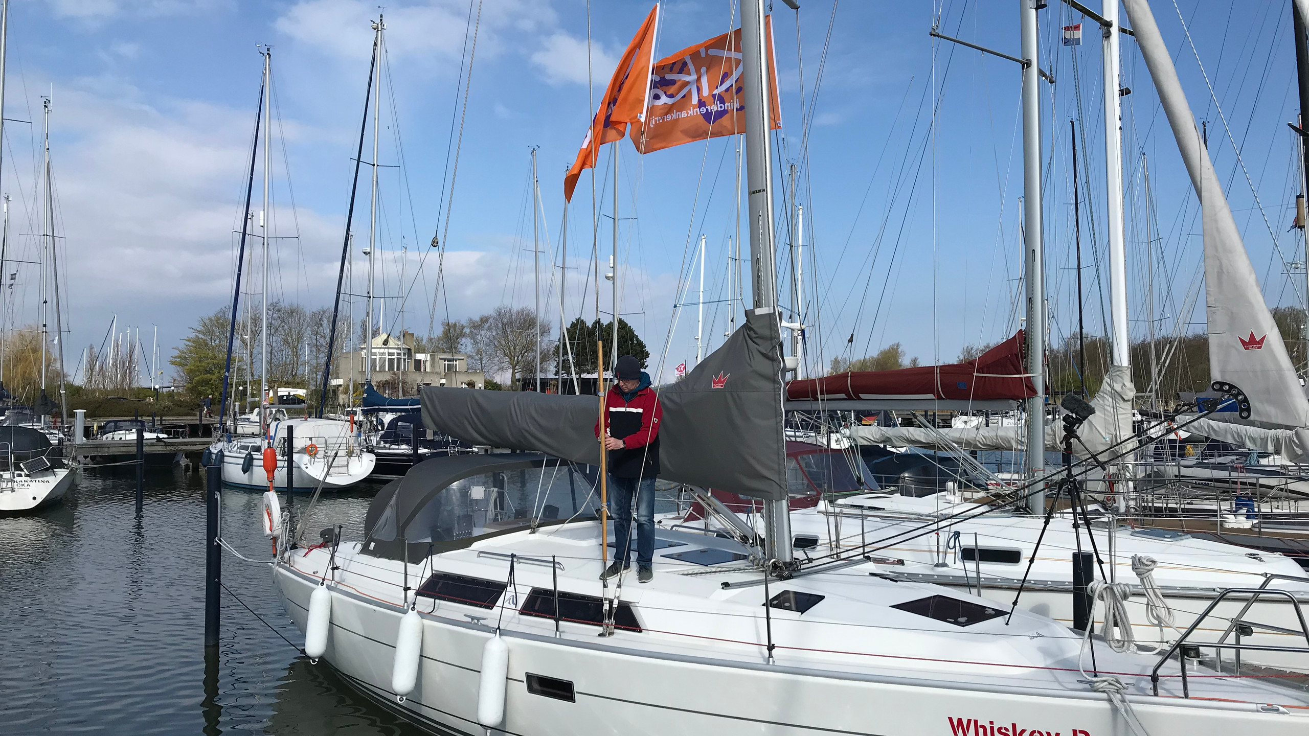 Adjusting the height of the KiKa flags