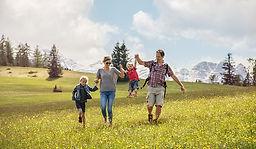 Familie-Alm-Fruehling©SalzburgerSaalacht