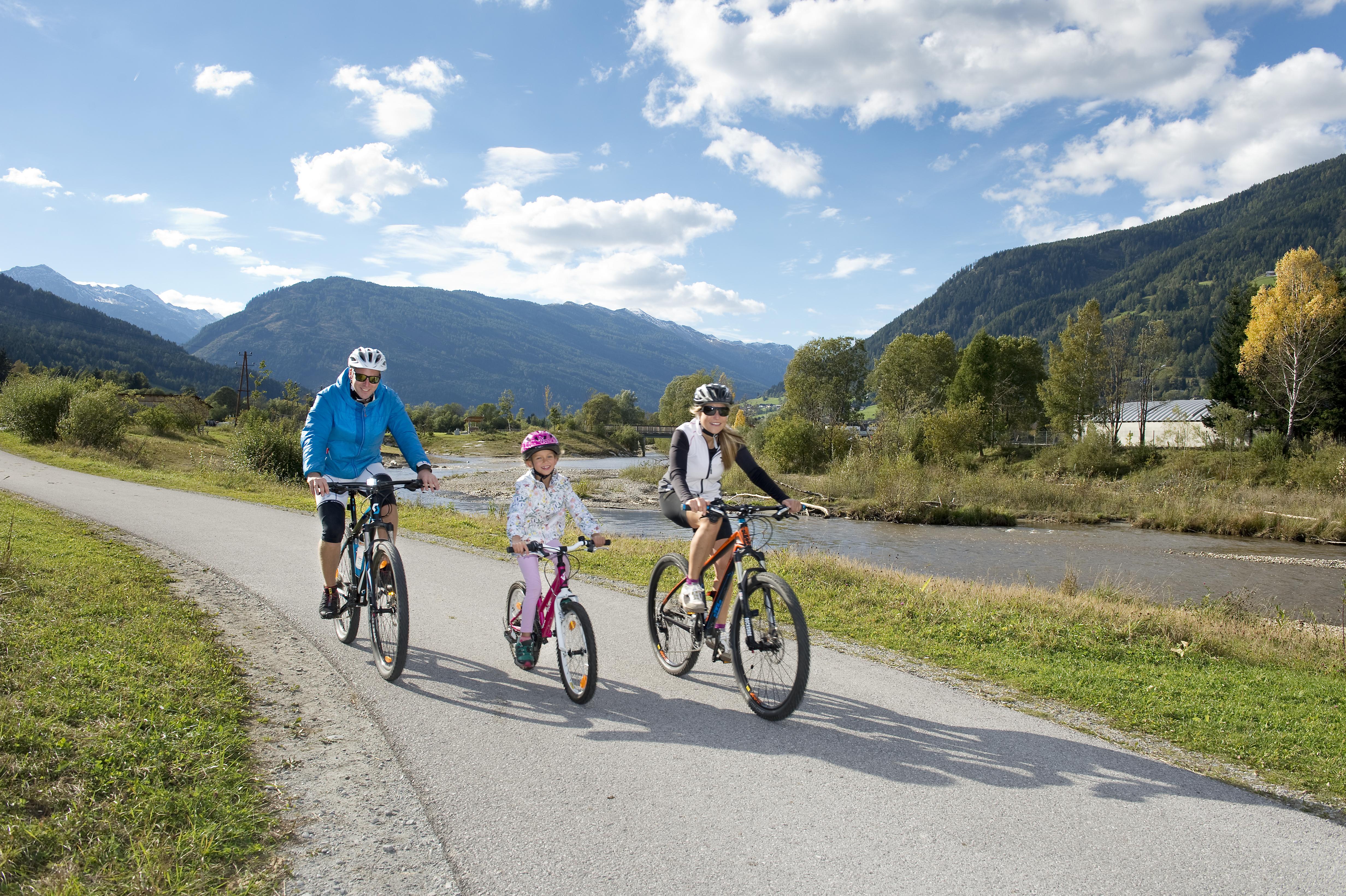 Genussradfahren am Murradweg mit der Familie 1 - Foto G.A. Service GmbH (1)