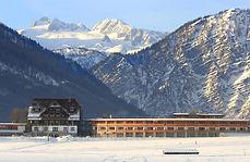 Aussen-mit-Dachstein-winter(c)DieWasneri