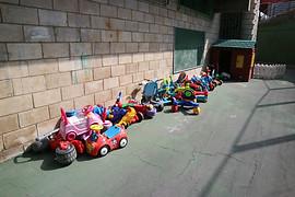 Patio exterior, junto al parque infantil