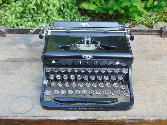 1940's ROYAL Type Writer