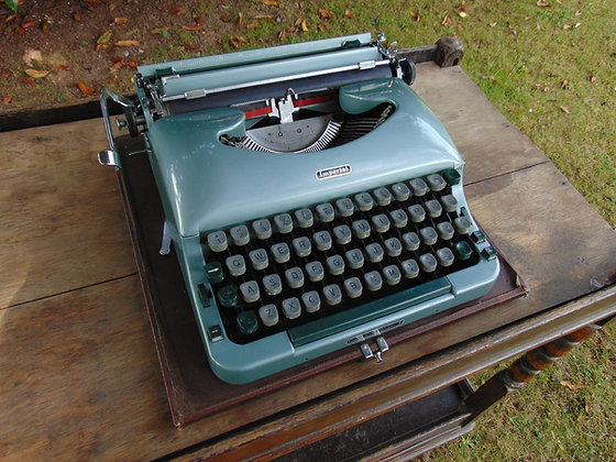 1960's IMPERIAL Good Companion 4 Type Writer