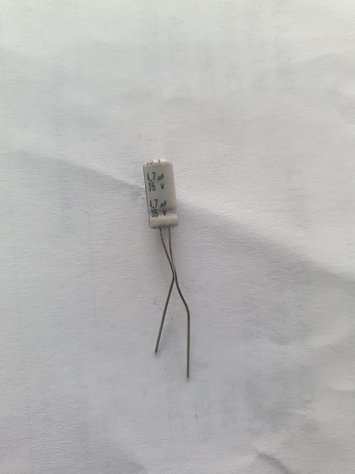 Capacitor electrolitico 4.7mf 35v 85°