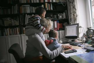 Empreendedorismo materno: 3 lojas para você conhecer e fortalecer o trabalho das mães