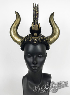 Black-_-Gold-Mohawk-with-Bull-Horns---1.