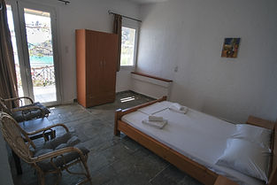 markos room6 -06.jpg