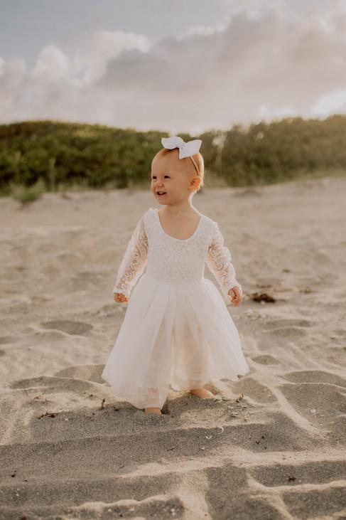 Kate&Esme_beach-6087.jpg
