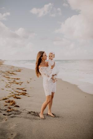 Kate&Esme_beach-6111.jpg