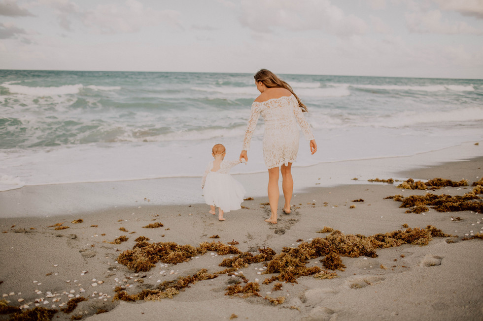 Kate&Esme_beach-6122.jpg