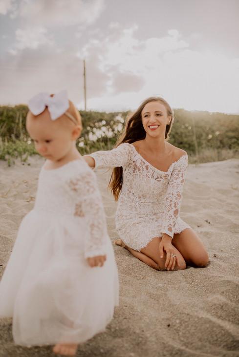 Kate&Esme_beach-6079.jpg