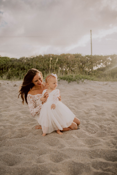 Kate&Esme_beach-6033.jpg