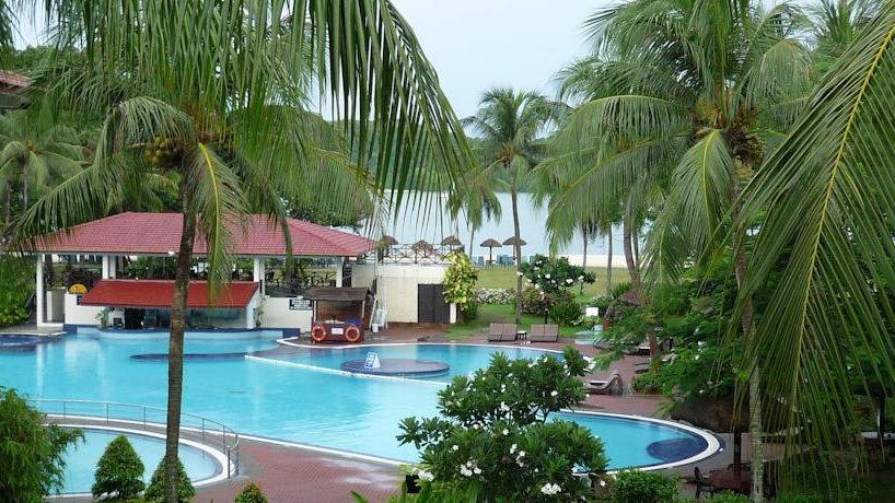Holiday Villa Beach Resort & Spa 3*