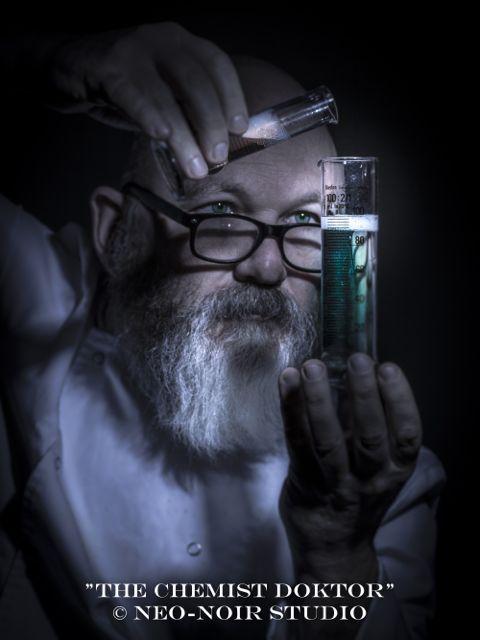 THE-CHEMIST-DOKTOR-4044_