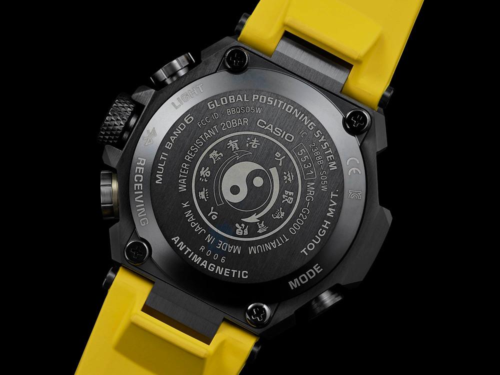 G-Shock MRG-G2000BL x Bruce Lee tapa de fondo titanio