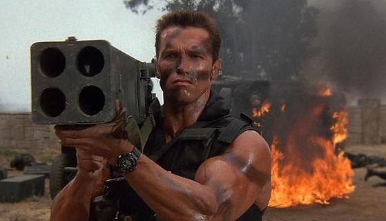 Arnie-predator-usando-reloj-seiko-prospe