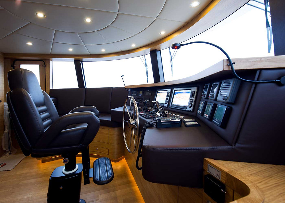 detalle pilothouse timoneria embarcacion 22 metros marca Gamma yachts modelo Gamma 20 nuevo, disponible en Sent-yacht