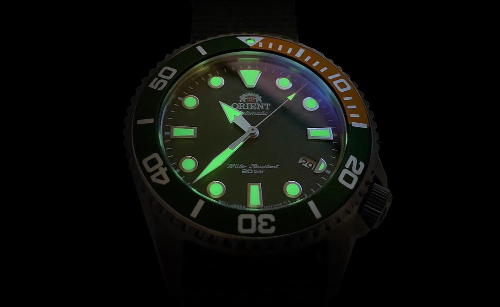 detalle luminiscencia reloj orient 147-ra-ac0k04e10b